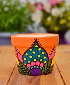 Maceta mándala estilos únicos Painted Flower Pots, Painted Pots, Beginning Of Spring, Cracked Egg, Concrete Pots, Potting Soil, Craft Sale, Clay Pots, Diy Painting