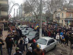 ЄВРОМАЙДАН @euromaidan  2.3.14 Десятки тысяч одесситов провели марш против  10s of 1000s march in Odessa today to protest RU invasion pic.twitter.com/tFcOJv7IOQ