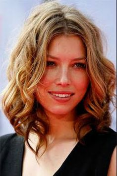 Jessica Biel hair - My current length, I must do this style. Medium Length Wavy Hair, Medium Long Hair, Mid Length Hair, Medium Hair Cuts, Medium Hair Styles, Easy Hair Cuts, Curly Hair Cuts, Curly Hair Styles, Hair Lengths