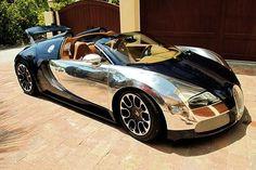 Amazing Bugatti Veyron is absurd at 260 mph !!!! Amazing !! M