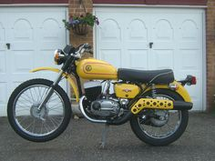 I've got myself a small project, a 'CZ 175 Trail' 1976 model. Cool Motorcycles, Vintage Motorcycles, Classic Bikes, Classic Cars, Jawa 350, Motorcycle Store, Bike Photo, Moto Bike, Old Bikes
