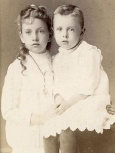 FINE-1880-CDV-PAIR-OF-YOUNG-SIBLINGS-BY-FRED-E-HAYNES-OF-FARGO-DAKOTA