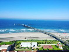 Desde Rosarito Beach Hotel se puede apreciar esta magnifica vista de la playa y el muelle, ven y disfruta unas vacaciones en este grandioso lugar en #Rosarito Foto-aventura por arnaldo_perez3 #visitRosarito #vacation #enjoy #sea #seaside #beach #visit #travel #trip #paradise