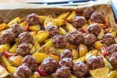 Hackbällchen Kartoffelspalten vom Blech