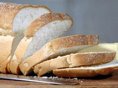 This recipe for Amish white bread yields a great, soft bread that is perfect for toast, french bread, sandwiches, and snacking. Stale Bread, No Knead Bread, Loaf Recipes, Bread Machine Recipes, Good Food For Diarrhea, Basic White Bread Recipe, Amish White Bread, Food That Causes Inflammation, Mexican Bread