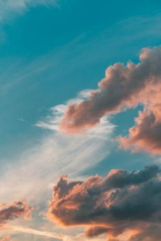 An aesthetic wallpaper of the beautiful clouds in the sky. Blue Aesthetic Pastel, Orange Aesthetic, Nature Aesthetic, Aesthetic Colors, Aesthetic Pictures, Blue Sky Wallpaper, Cloud Wallpaper, Sunrise Wallpaper, Photo Wall Collage