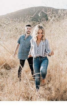 Garrison + Meredith – Lillywhite Photography - wanderlust and city dust Engagement Photo Outfits, Engagement Photo Inspiration, Engagement Pictures, Casual Engagement Outfit, Country Engagement, Mountain Engagement Photos, Oval Engagement, Winter Engagement, Clothing Photography