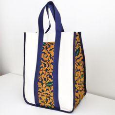 Voici un tutoriel illustré pas à pas pour apprendre à faire ce joli sac cabas vintage. A l'origine, je l'avais imaginé pour empo...