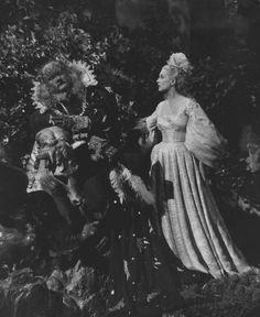 """Image fixe du film 1946 """"Belle et la Bête"""", avec Josette Day comme belle et Jean Marais Comme la bête"""
