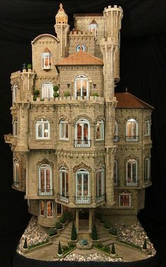 The Astolat Dollhouse Castle (Elaine Diehl), the most precious doll house, built in the 1970s