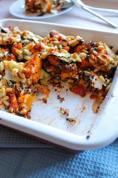 pompoen lasagne met geitenkaas en pijnboompitten| It's a Food Life Veggie Recipes, Vegetarian Recipes, Pasta Recipes, Snack Recipes, Healthy Recipes, Cooking Recipes, Tapas, A Food, Food And Drink