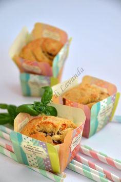 I Muffin con pomodori e basilico... volete considerarli dei finger food, o dei golosissimi spezza-fame, o semplicemente stuzzichini da non far mancare in