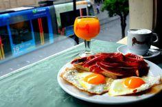 Nada como un buen desayuno sevillano