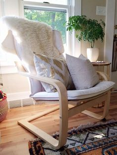 ikea poang chair (white and gray) Small Recliner Chairs, Swivel Rocker Recliner Chair, Slipcovers For Chairs, Cushions On Sofa, Ikea Dining Room, Wooden Dining Room Chairs, Ikea Poang Chair, Ikea Chairs, Arm Chairs
