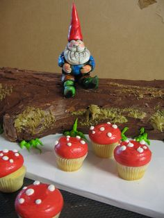 Gnome Cake with mushroom cup cakes