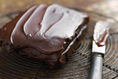 This vegan chocolate frosting recipe is dairy-free, egg-free and so easy to make! Perfect for frosting dairy-free cakes, vegan cupcakes and other lactose-free desserts, this vegan chocolate frosting recipe takes the cake!