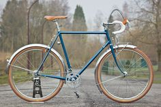 The American frame builder Richard Sachs has contributed a vast amount to the culture of the custom bicycle, his knowledgable opinion notwithstanding. Sachs' PegoRichie Tubing and lug sets were created to inject fresh supplies of those essential pieces that hold our bikes together — like this new 650b randonneur from Belgium's Noble Cycles. The lugs…