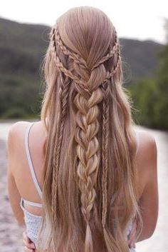 20+ Stunning long Hairstyle For Spring #WomenFashionIdeas #womenhaircut #womenhairstyle