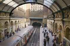 London underground tube tour provided by insider london - day tours Underground Lines, London Underground Tube, London Underground Stations, Tours Of England, London England, Catamaran, Trains, Tube Train, Culture Art