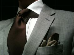 Brown tie, grey suit. I love this combination, subtle yet stylish for the autumn and early winter.