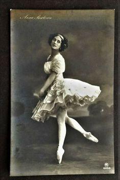 ANNA PAVLOVA. GENUINE VINTAGE c.1910 RPPC. BALLETS RUSSES. DIAGHILEV. NIJINSKY. Photo Postcards, Vintage Postcards, Vintage Photos, Anna Pavlova, French Vintage, Pretty Woman, Vintage Antiques, Ballet, Romantic