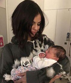 Selena Gomez and baby sister Selena Gomez Tumblr, Selena Gomez Fotos, Selena Gomez Pregnant, Selena Gomez Cute, Selena Gomez Style, Selena Gomez Sister, Selena Gomez Family, Selena Gomez Selfies, Alex Russo