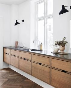Dark, light, oak, maple, cherry cabinetry and painting wood kitchen cabinets gray. CHECK THE IMAGE for Many Wood Kitchen Cabinets. All White Kitchen, New Kitchen, Kitchen Layout, Awesome Kitchen, Danish Kitchen, Design Kitchen, Kitchen Paint, Beautiful Kitchen, Scandinavian Kitchen