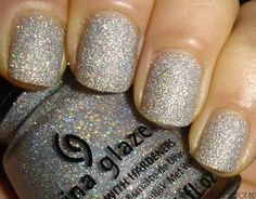 cool... sparkly nails... :D