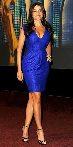 Sofia Vergara Cocktail Dress - Sofia flattered her curvy figure in an electric blue Fall 2010 dress with strappy black sandals. Sofia Vergara, Lela Rose, Hollywood Film Festival, Dress Skirt, Dress Up, Estilo Hippy, Sexy Older Women, Sexy Women, Night Looks