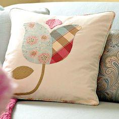 almohadas de decoración, con sus manos