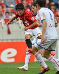 [ J1:第11節 浦和 vs F東京 ] 後半途中から出場し躍動感を見せた関根貴大(写真/#26)。ドリブル突破などで浦和サポーターを沸かせる活躍を見せた。