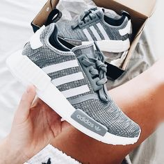 adidas NMD - grau weiß grey Foto: jenniferbergqvist (Instgram) - Another! Adidas Nmd Grau, Adidas Nmd R1 Women, Cute Shoes, Me Too Shoes, Crazy Shoes, Fashion Shoes, 90s Fashion, Adidas Fashion, Sneakers Fashion