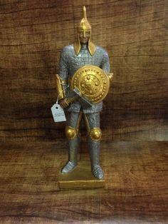 Estátua guerreiro metalizado