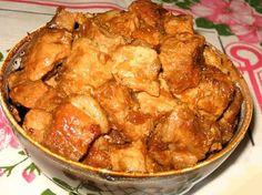 """""""Porkolt"""" este o mâncare tradițională din bucătăria maghiară cu un gust picant, foarte gustoasă, care seamănă foarte mult cu gulașul, însă se prepară cu mai puțin lichid. Tocănița este înăbușită cu o cantitate mare de ceapă, ce-i oferă o aromă amețitoare. Porkoltul poate fi preparat din orice fel de carne: vită, porc, miel sau pui. …"""
