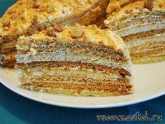 Торт «Рыжик»                                               Ингредиенты: 2 яйца 200 гр сахара 2 ст. ложки меда 1 ч. ложка соды 100 гр маргарина 2.5-3 стакана муки орехи для обсыпки для крема: 600 мл сливок + 250 гр сахара + ванилин