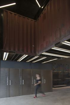 Image 6 of 17 from gallery of La Plata / Bielsa-Breide-Ciarlotti Bidinost Arquitectos. Photograph by Manuel Ciarlotti Container Shop, Container Design, Container Architecture, Facade Architecture, Bbc, Columns Inside, Cargo Home, Solar, Flexible Furniture