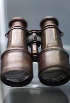Binoculars found in the crow's recovered from the RMS #Titanic wreck site. Couldve saved the ship if they would've had the key!