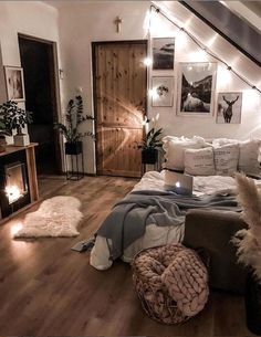 Vintage Home Decor has never been so Amazing! Discover more about Fashionable Vintage Home Decor and find your home decor Today. Room Ideas Bedroom, Home Bedroom, Master Bedroom, Bedroom Inspo, Bedroom Wall, Bedroom Quotes, Bedroom Signs, Cozy Bedroom Decor, Cozy Teen Bedroom