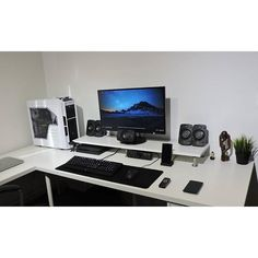 """646 Likes, 6 Comments - Mal - PC Builds and Setups (@pcgaminghub) on Instagram: """"A super cleans setup. By Redditor los_gregos. - - Check out the link in my bio! - Tag a friend who…"""""""