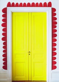 What a cute and colourful DIY bright door way makeover #home diyordie.elleinterior