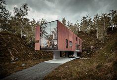 Unos aman esta imponente casa que parece suspendida en el aire pero otros la consideran maldición