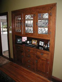 Lovely dining room built-in hutch. Great leaded glass.