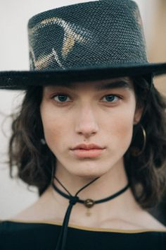 McKenna Hellam for Dior Cruise 2018 Desert Clothing, Mckenna Hellam, Outline Pictures, Cruise Collection, Skull And Bones, Interesting Faces, Picture Design, Backstage, Girl Hairstyles