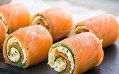 Amuse hapje  zalmrolletjes met komkommer en roomkaas