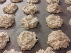 Fantastické kokosové pusinky, vianočný RECEPT Cranberry Cookies, Feta, Muffin, Food And Drink, Cheese, Breakfast, Cake, Desserts, White Chocolate