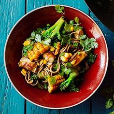 Stir-fry z kurczakiem, brokułami i kukurydzą | Kwestia Smaku