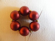 Krisztagyöngy: Itt a Lili mintája :-) Red Earrings, Beaded Earrings, Beaded Bracelets, Beaded Jewelry Patterns, Beading Patterns, Earring Tutorial, Bead Jewellery, Beading Tutorials, Bead Weaving