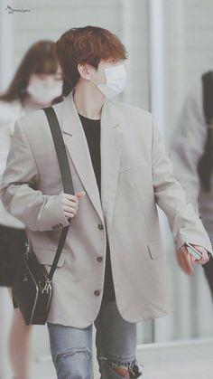 Baekhyun Wallpaper, Airport Style, Airport Fashion, Chinese Boy, Kpop, Chanbaek, Chanyeol, Jinyoung, Korean Singer