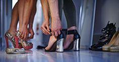 Porter des talons, ça allonge la silhouette, ça rend chic le jean le plus basique, c'est classe. Mais porter des talons, ça fait parfois (souvent) mal. Si votre placard est plein à craquer de jolies paires de chaussures à talons que vous ne mettez jamais, cette technique devrait vous parler.