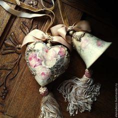 """Купить """"Roses en poudre"""" Интерьерные колокольчик и сердечко - разноцветный, колокольчик, сердечко, сердце, подвески"""